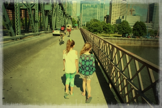 We finally made it to Portland where the girls easily slipped back into their big city mode a la life in Antwerp...